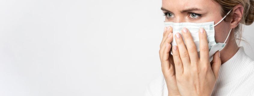 ¿Por qué huele mal mi mascarilla?